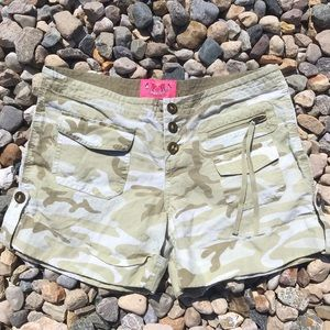 Juicy Couture Green Camo Shorts Size 0